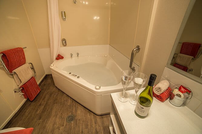 Image of bathroom in spa unit at Lakefront Lodge
